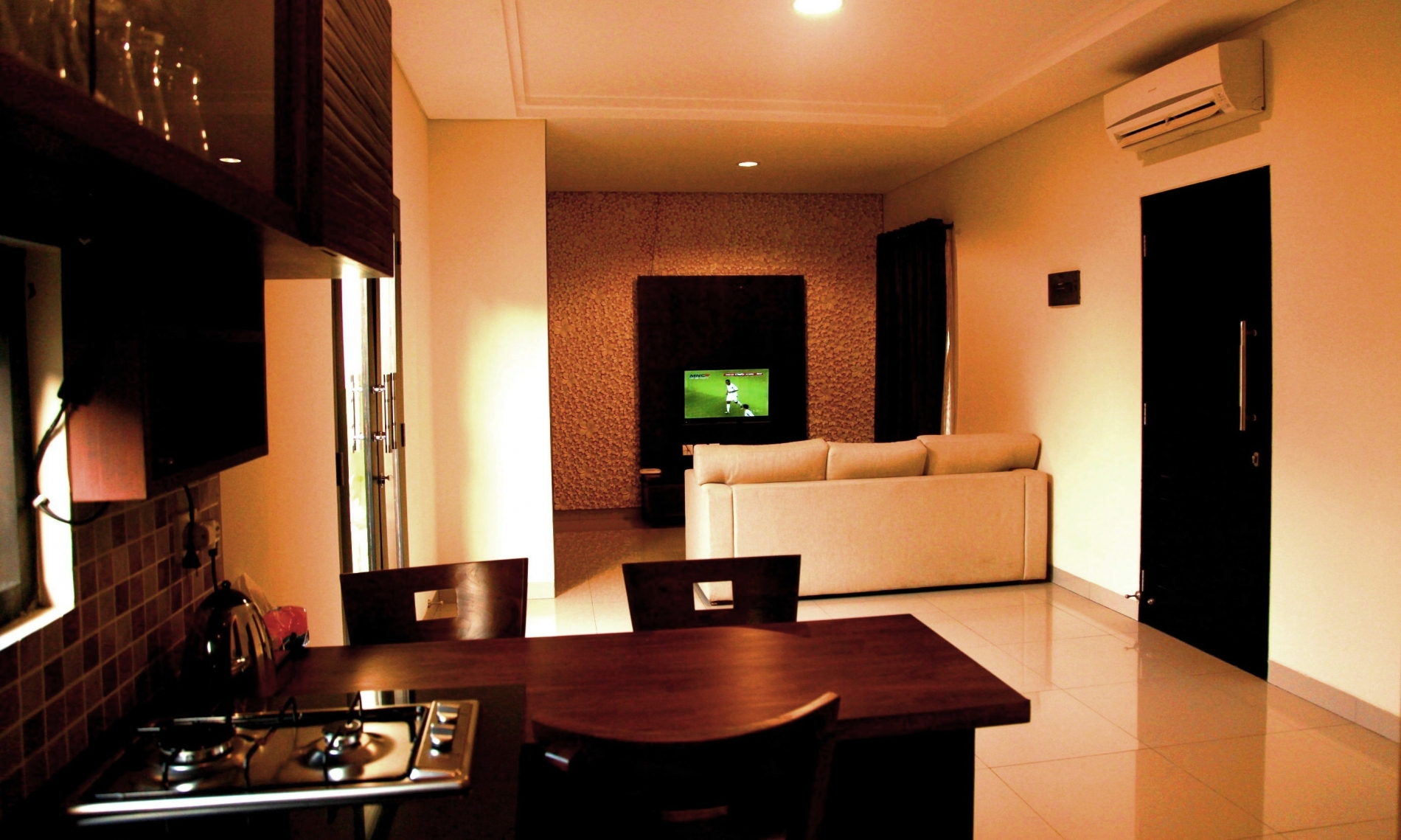 living room & kitchen area (14)